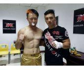 还原现场一击断五齿!闫西波恐怖重击6秒KO日本选手